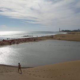 maspalomas_dunes_and_beach_-_febr_2011_-043