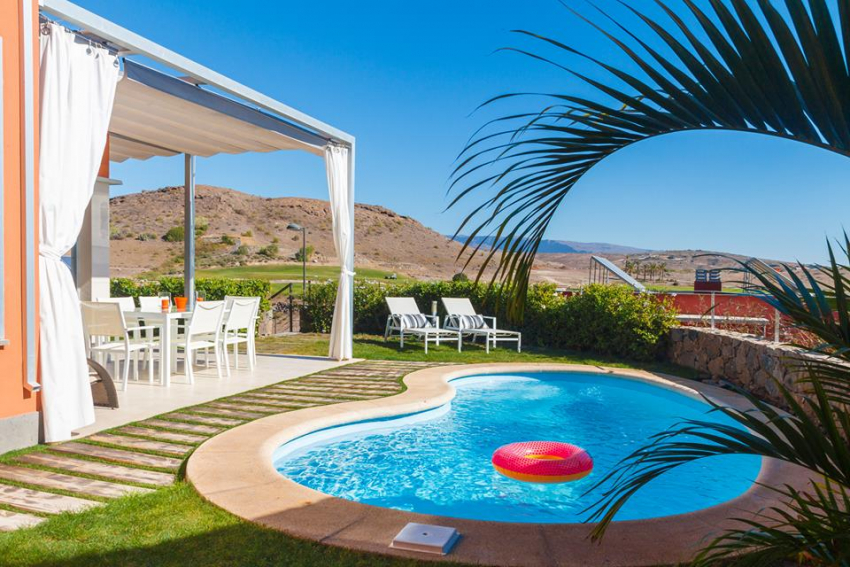 Salobre golf resort villa and swimming pool