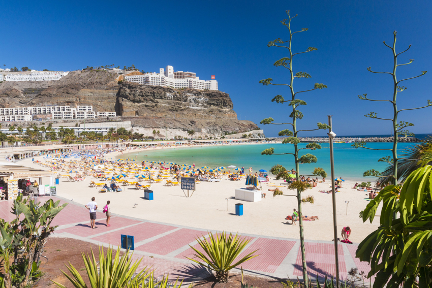 Amadores beach in Gran Canaria in December