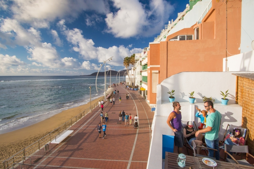 Coworking the surfy way in Las Palmas at the Ventana Azul hostel