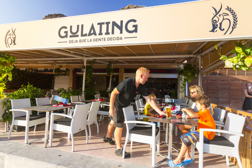 Gulating Pub Amadores: Great Beer And Quality Food Right By Amadores Beach