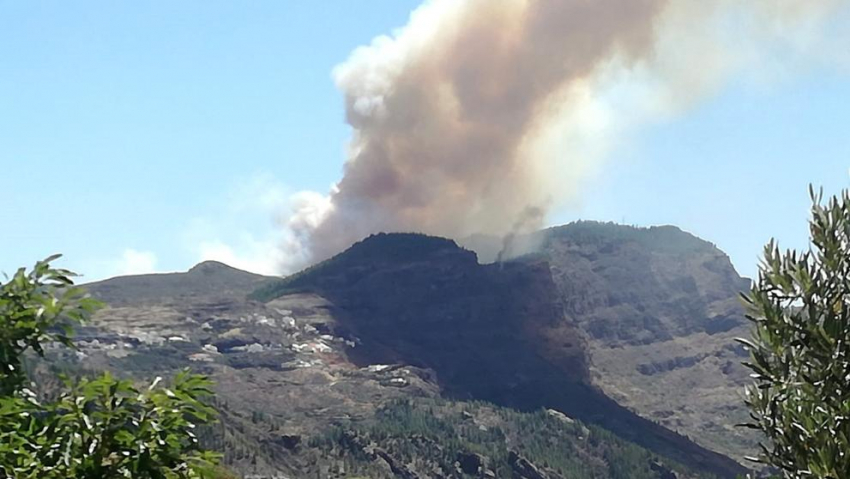 Gran Canaria Fire Out Of Control & Threatening Tejeda