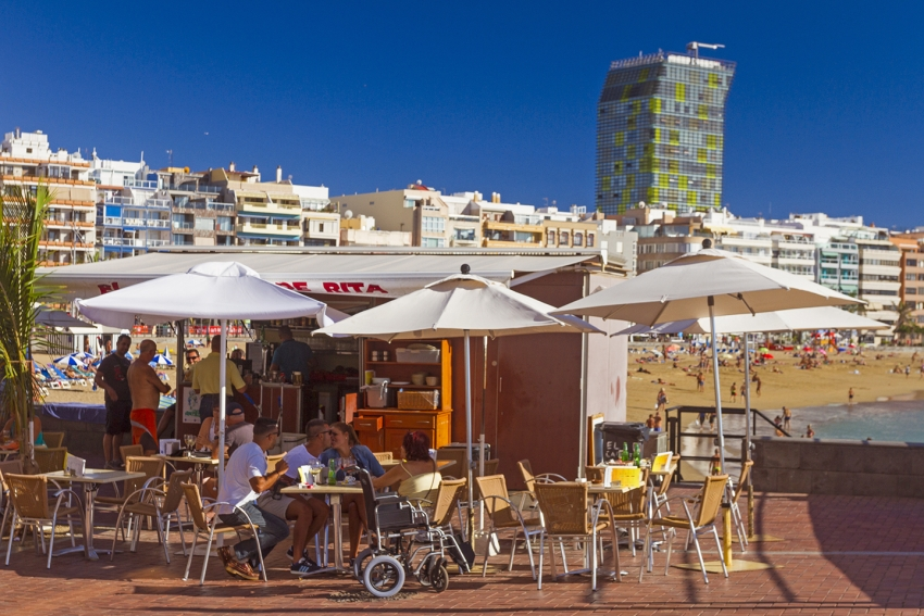 12 Great Local Tapas Restaurants Close To Las Canteras Beach (And What To Order)