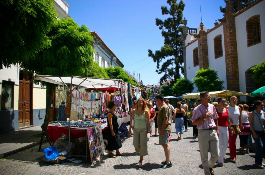 Teror weekend market in the church square