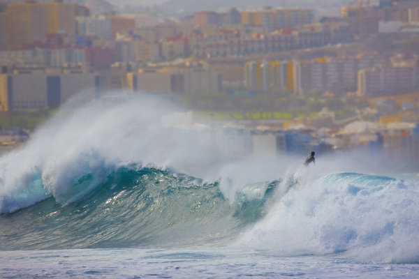The Confital wave with Las Palmas behind