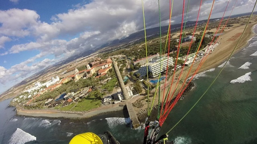 Fly over Maspalomas in a Sky Rebels paratrike for an unforgettable Gran Canaria adventure