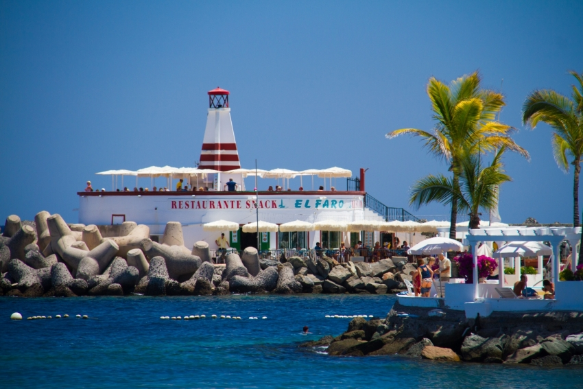 The El Faro restaurant at the end of the harbour wall at Mogán