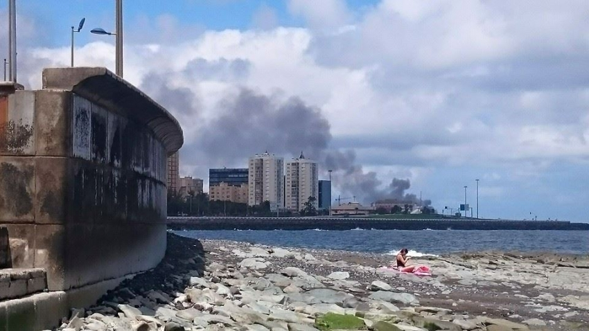 Russian Fishing Boat Sinks Off Maspalomas After Fire: Risk Of Oil Contamination Is Low