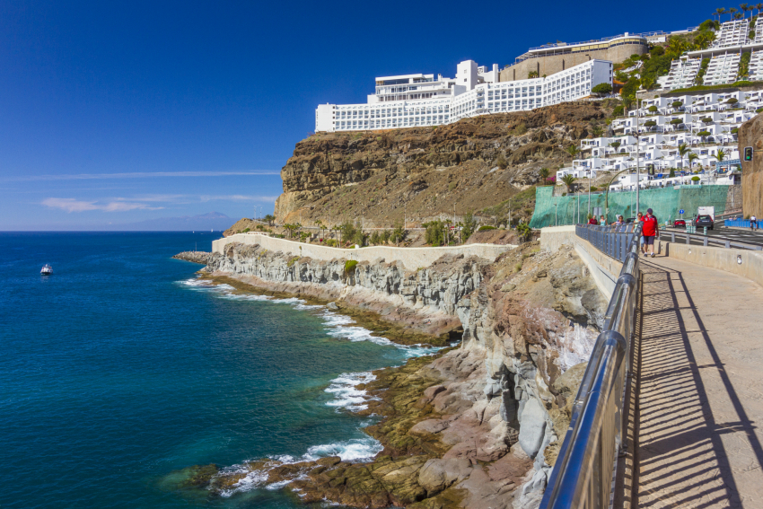 Walking from Puerto Rico to Amadores beach in Gran Canaria