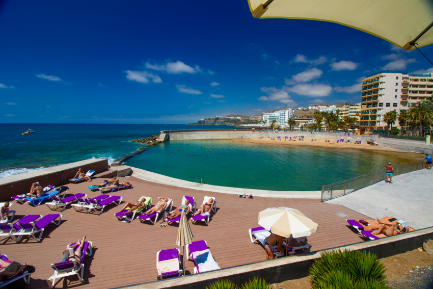 La Lajilla beach and pool at Arguineguín in Gran Canaria
